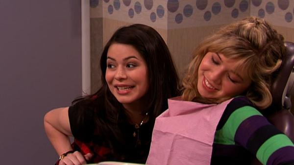 """iCarly: """"iThink They Kissed: 2 Secrets"""""""