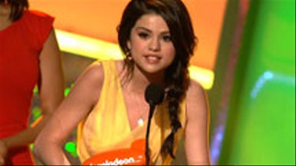 KCA 2010: Selena Gomez Wins