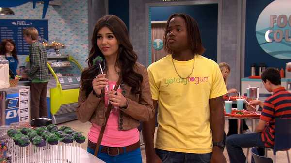 "VICTORiOUS: ""One Thousand Berry Balls"""
