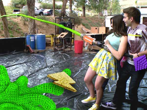 "Kids' Choice Awards 2015: ""Slime Factory Tour"""