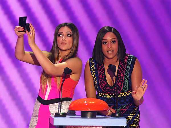 "Kids' Choice Awards 2015: ""Bethany Mota & Tia Mowry Hardrict Present Favorite Kids' TV Show"""