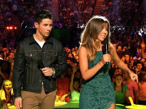 "Kids' Choice Awards 2015: ""Jennette McCurdy Challenges Nick Jonas"""