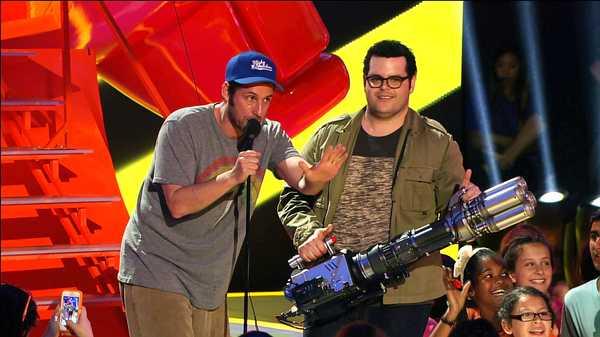 "Kids' Choice Awards 2015: ""Adam Sandler Slimes Josh Gad"""