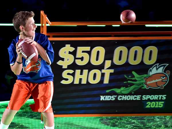 "Kids' Choice Sports 2015: ""Football Throw"""