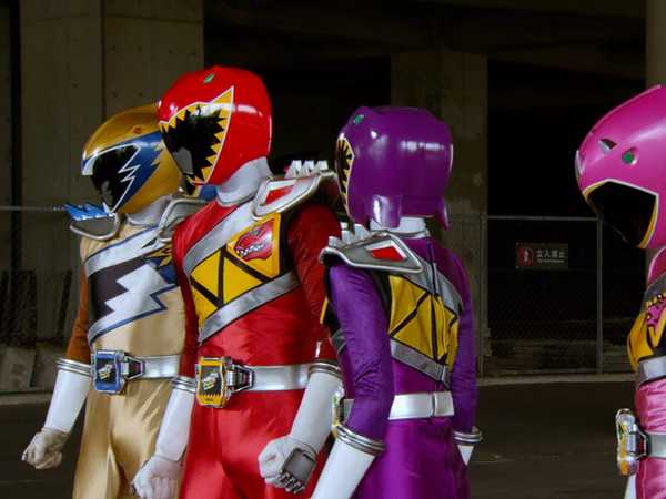 "Power Rangers Dino Super Charge: ""Victory Charger"""