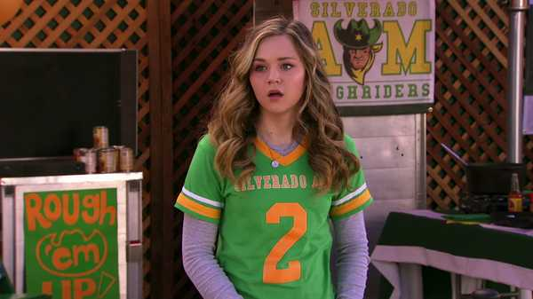 "Bella and the Bulldogs: ""Avoiding Zach"""