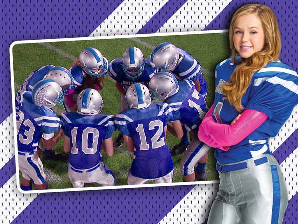 "Bella and the Bulldogs: ""Head In The Game!"""