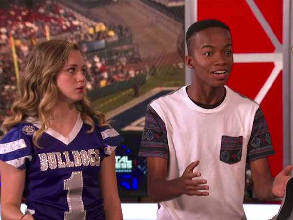 "Bella and the Bulldogs: ""NFL Dreams"""
