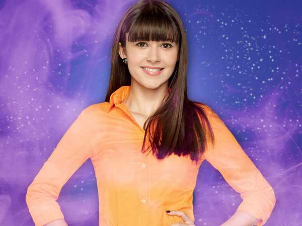 "Every Witch Way: ""Who is Mia?"""