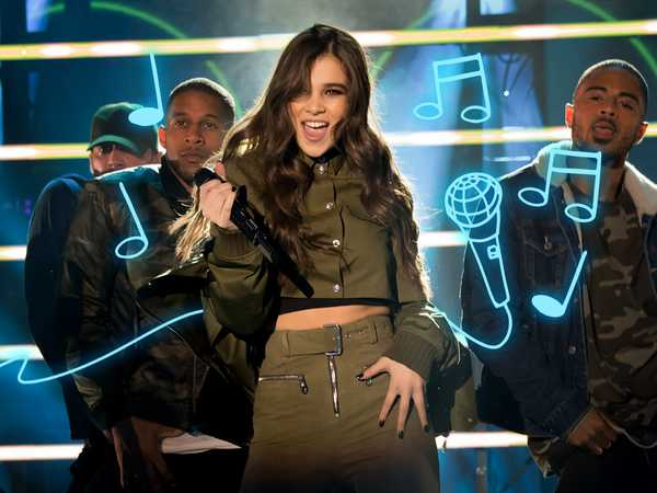 "HALO Awards 2016: ""Hailee Steinfeld, Grey and Zedd Perform Starving"""