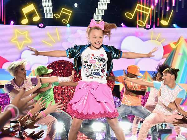 "HALO Awards 2016: JoJo Siwa Performs ""Boomerang"""