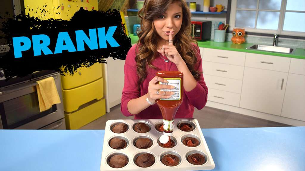 "Game Shakers: ""How To Prank: Ketchup Cupcakes"""