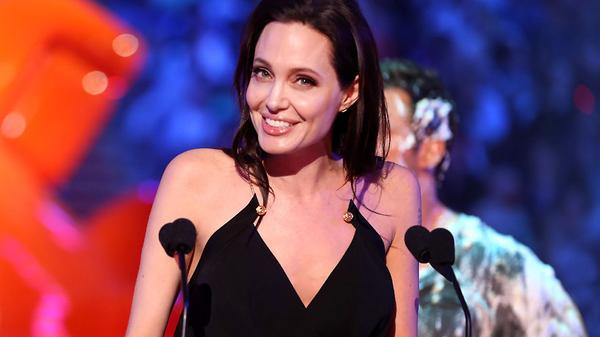 "Kids' Choice Awards 2015: ""Angelina Jolie Wins Favorite Villian!"""