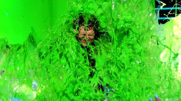 Kids' Choice Awards 2016: Blake Shelton Slimes the Audience