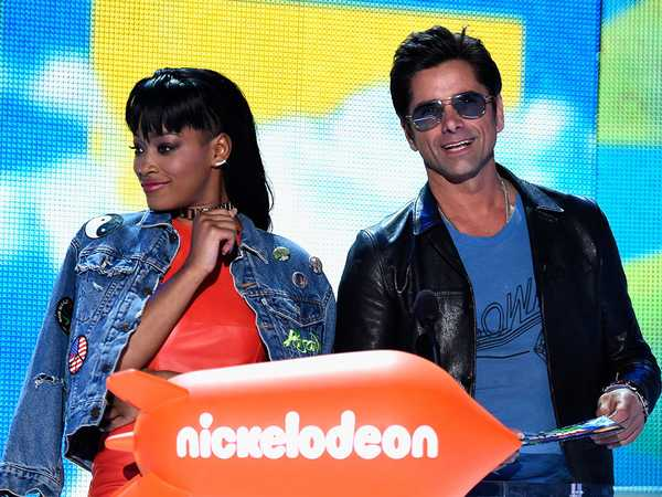 Kids' Choice Awards 2016: John Stamos and Keke Palmer Explain The Popcorn Dump!
