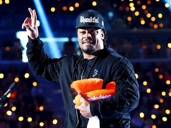 "Kids' Choice Sports 2015: ""Marshawn Lynch Wins Biggest Powerhouse!"""