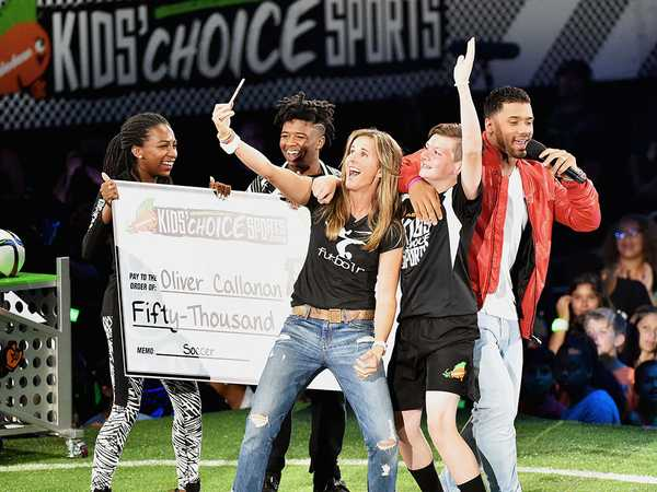 "Kids' Choice Sports 2016: ""Crossbar Challenge with Brandi Chastain"""