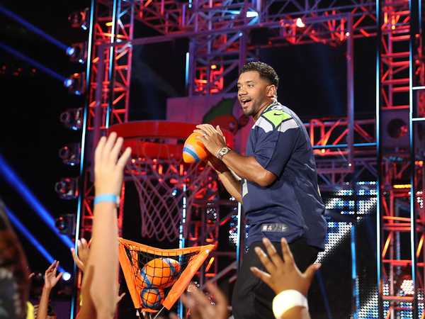 "Kids' Choice Sports 2016: ""Russell Wilson Is a Hot Hitter"""