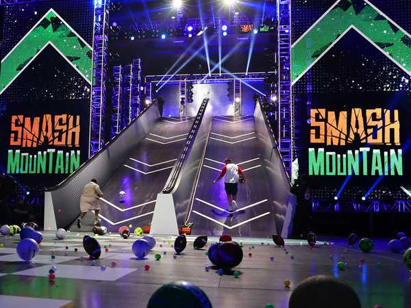 "Kids' Choice Sports 2016: ""Michael Strahan Hosts Smash Mountain with Russell Wilson and Rob Gronkowski"""