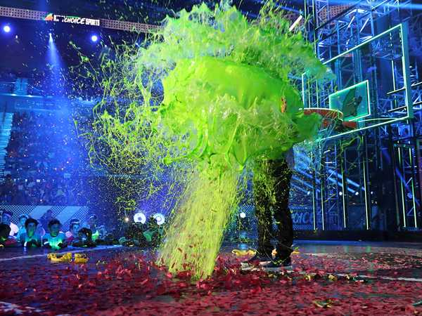 "Kids' Choice Sports 2016: ""Russell Wilson Gets Slimed"""