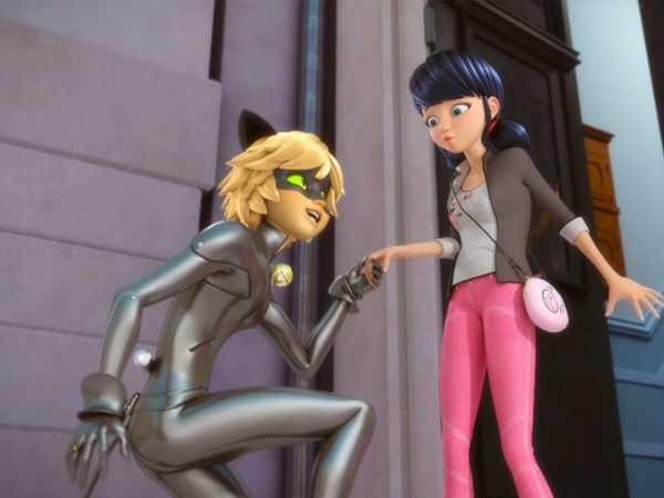 """Miraculous: """"Cat Noir Meets Marinette"""""""
