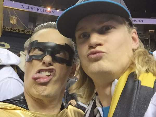 NickSports: Ultimate Super Bowl Selfies!