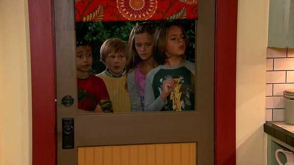 """Nicky, Ricky, Dicky & Dawn: """"Dog Party"""""""