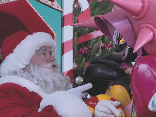 "Power Rangers Dino Charge: ""Santa in Danger"""
