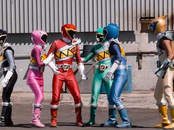 "Power Rangers Dino Super Charge: ""Teamwork"""