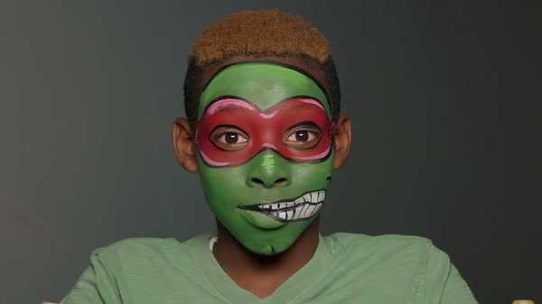 "Teenage Mutant Ninja Turtles: ""Raphael Face Painting"""