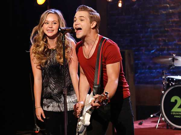 """Bella and the Bulldogs: """"I Love You, Hunter Hayes!"""""""