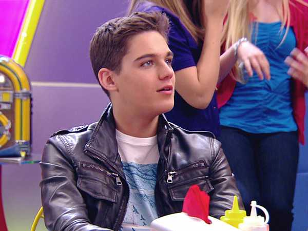 "Every Witch Way: ""Monkey Business"""