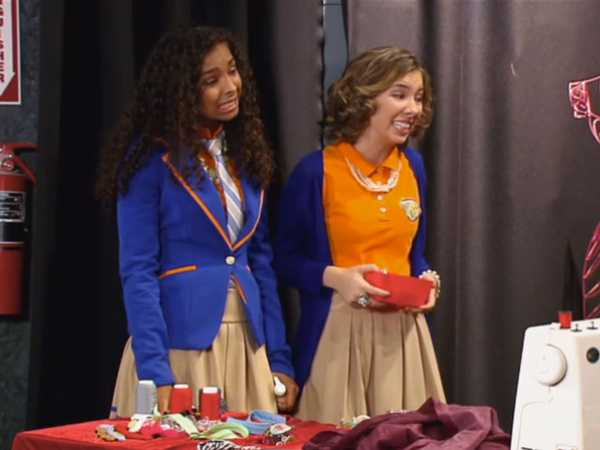 "Every Witch Way: Emma Wants a Cracker: ""Blushing Maddie"""