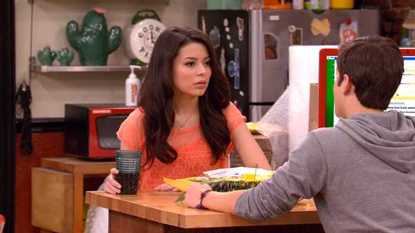 "iCarly: ""iSell Penny Tees"""