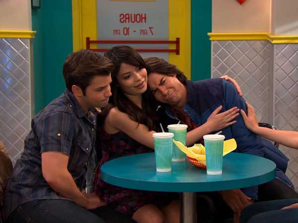 """iCarly: """"iFind Spencer Friends"""""""