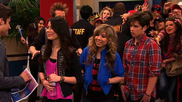 "iCarly: ""iStart a Fan War"""