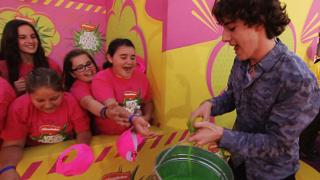 Kids' Choice Awards 2013: Surprise Bucket Launch Video Clip | Nick Videos