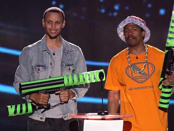 Kids' Choice Sports Awards: Nick T-Shirt Cannon!