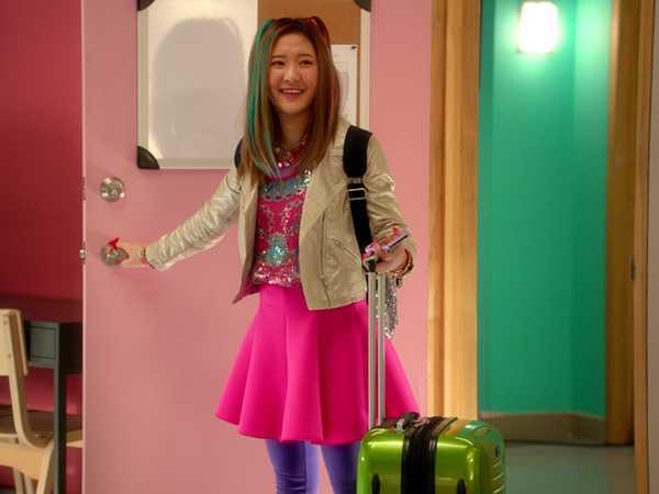"Make It Pop: ""New Roomies Meet!"""