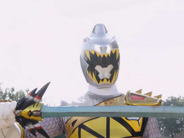 "Power Rangers Dino Super Charge: ""Wings of Danger"""