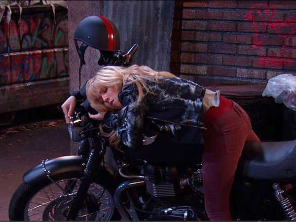 "Sam & Cat: ""#MotorcycleMystery"""