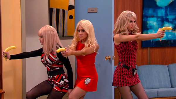 "VICTORiOUS: ""The Blonde Squad"""