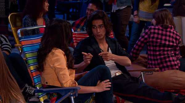 "VICTORiOUS: ""Tori Fixes Beck & Jade """