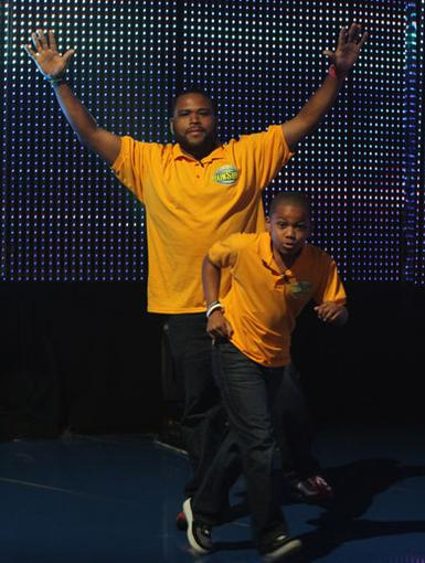 Head Start|Anthony Anderson and his son decide to get a head start on all the brainy games.