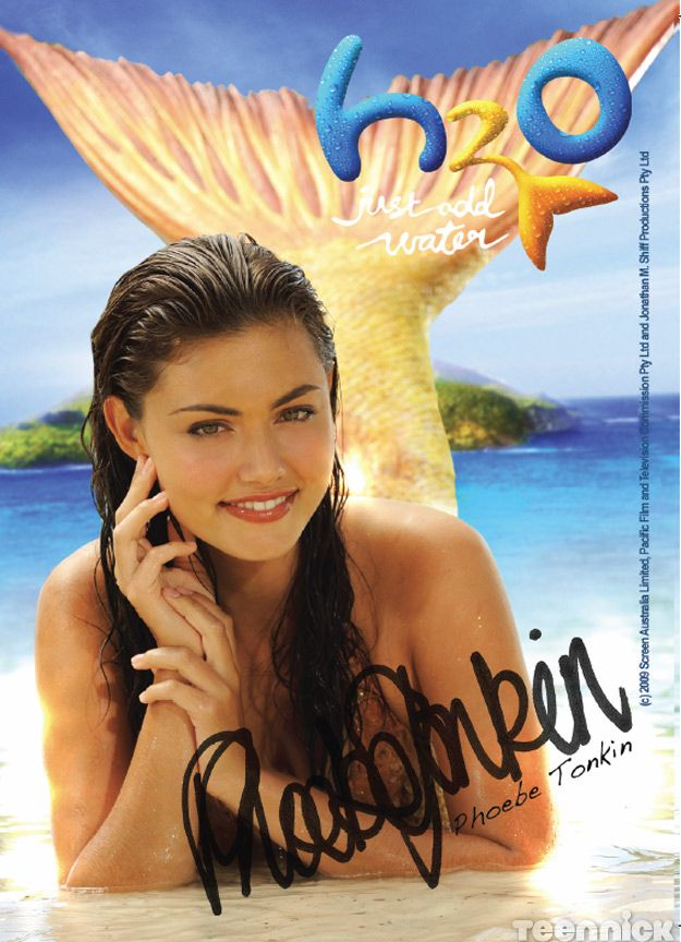 Phoebe Tonkin plays Cleo on H2O