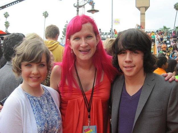 Munro Chambers, Lisa Beebe, and Aislinn Paul at the 2011 Kids' Choice Awards