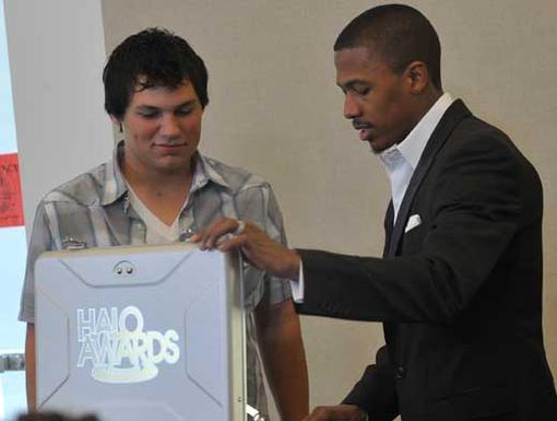 Hope Is Vital|Chairman Nick presents Brryan Jackson with a TeenNick HALO Award.