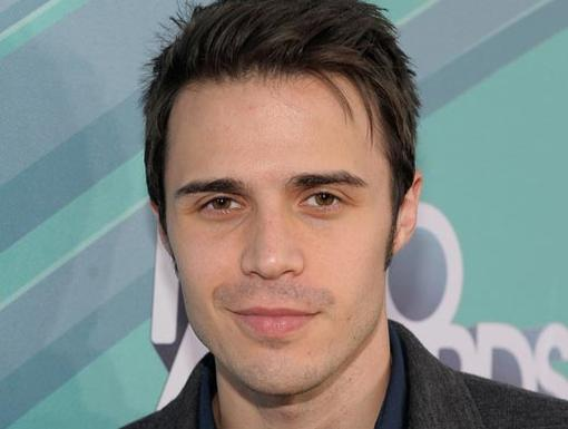 2011 HALO Awards: Orange Carpet | Singer Kris Allen
