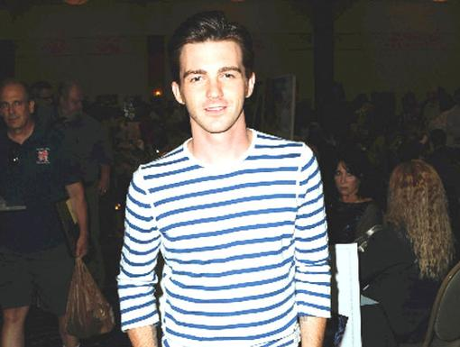 Look at Drake Bell now! He's not a kid anymore!