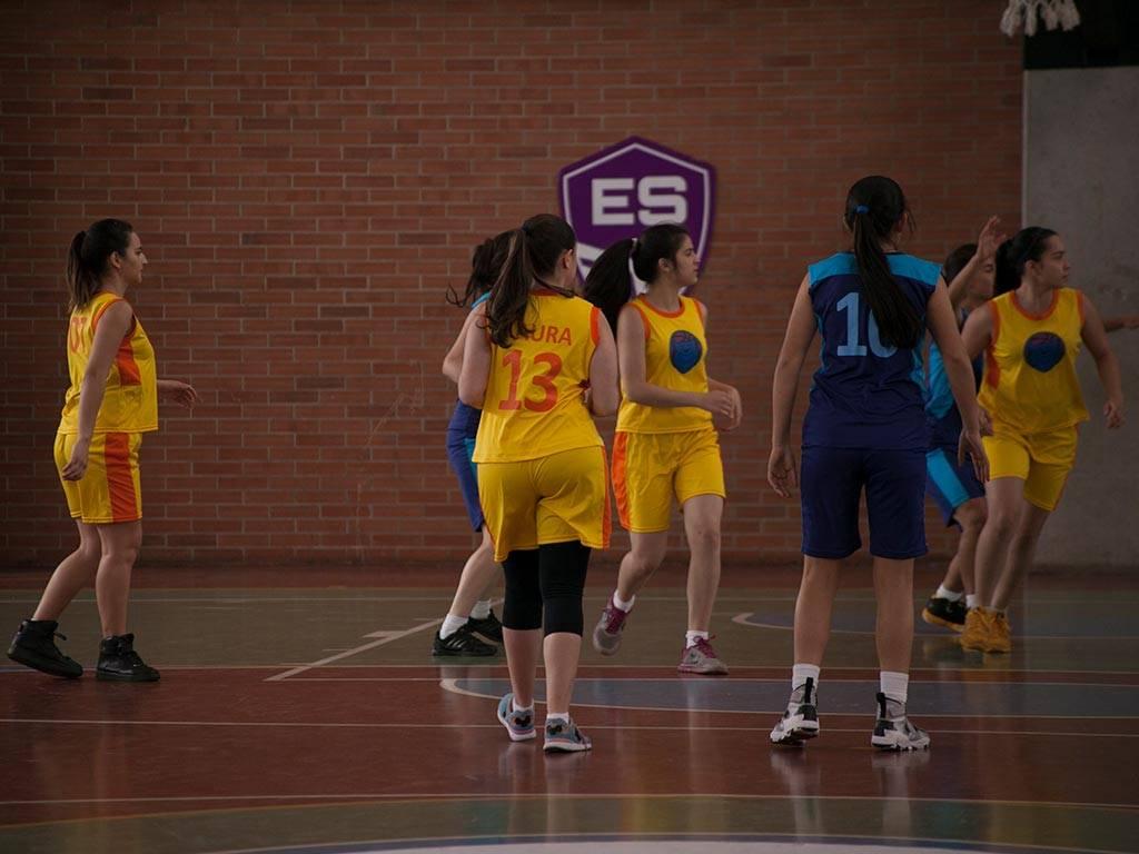 mgid:file:gsp:scenic:/international/mundonick.com/nickv2/Photogalleries/baloncesto/NOOBEES_EP35_MG_0021.jpg